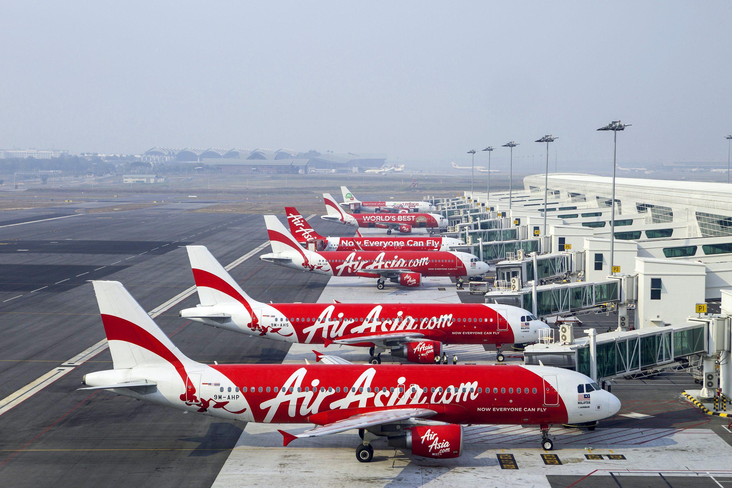 AirAsia reia zborurile interne